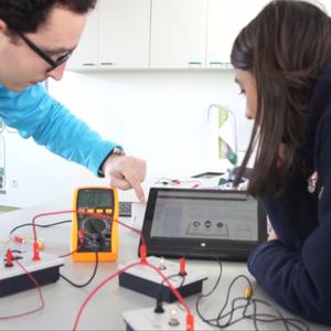 Uso de tablets em laboratório na escolaglobal